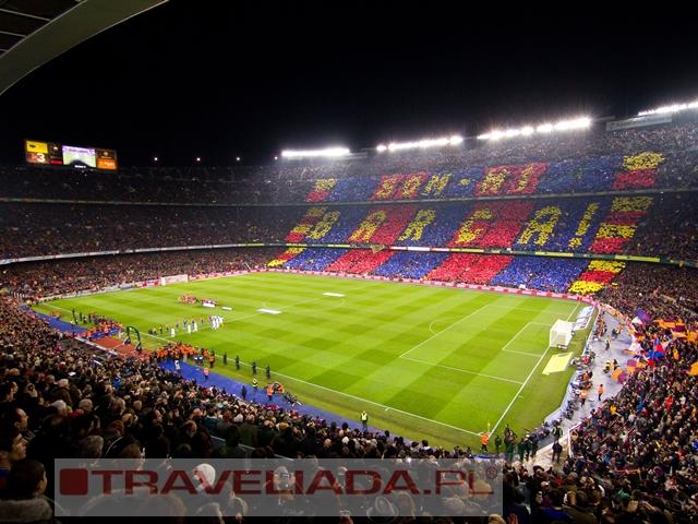 Piłkarskie widowisko na Camp Nou